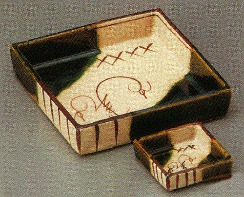 ORIBE-TURUHANA AKADU-YAKI Tohki Japanese traditional pottery SASHIMI Plate and Soy-sauce bowl Set of 2